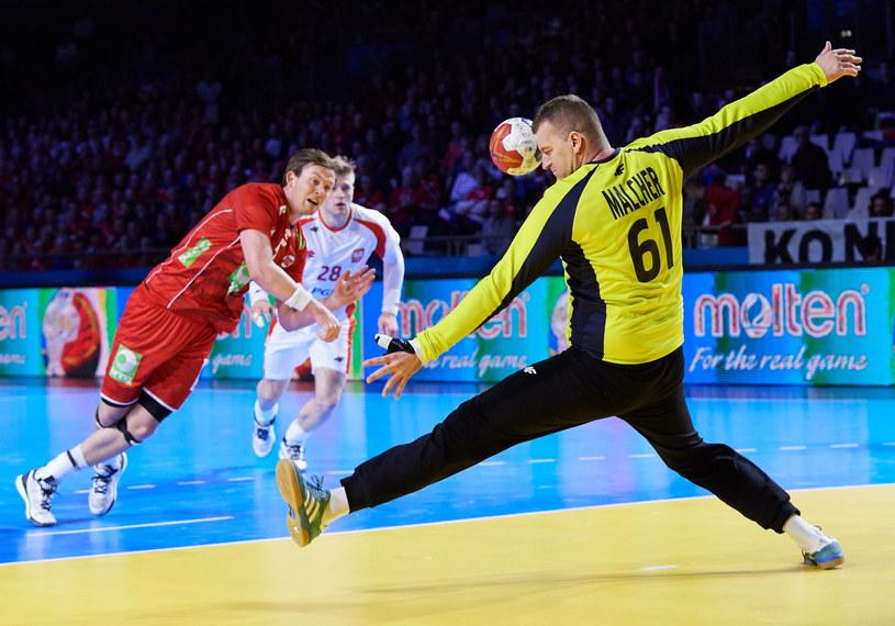 Bramkarz reprezentacji Polski Adam Malcher (P) i Kent Robin Tonnesen (L) z Norwegii /Adam Warżawa /PAP