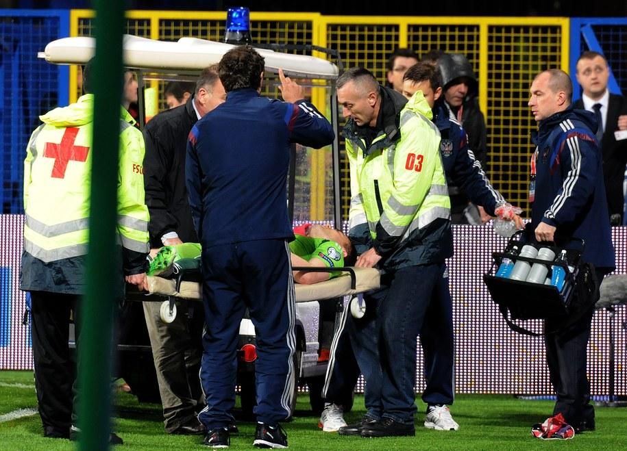 "Bramkarz ""Sbornej"" trafił do szpitala /BORIS PEJOVICBORIS PEJOVIC /PAP/EPA"