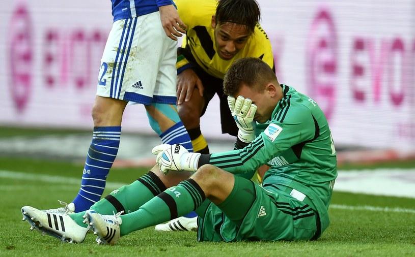 Bramkarz Schalke - Timon Wellenreuther właśnie sprezentował gola Reusowi. /AFP