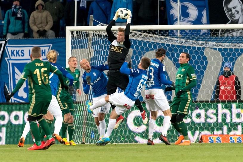 Bramkarz Śląska Wrocław Bramkarz Jakub Słowik (C) podczas meczu /Jakub Kaczmarczyk /PAP
