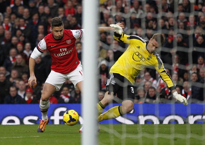 Bramkarz Southamptonu Artur Boruc i napastnik Arsenalu Olivier Giroud /AFP