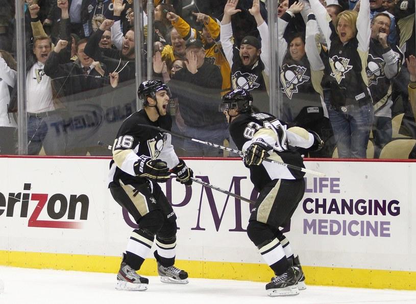 Brandon Sutter (z lewej) z Pittsburgh Penguins /AFP