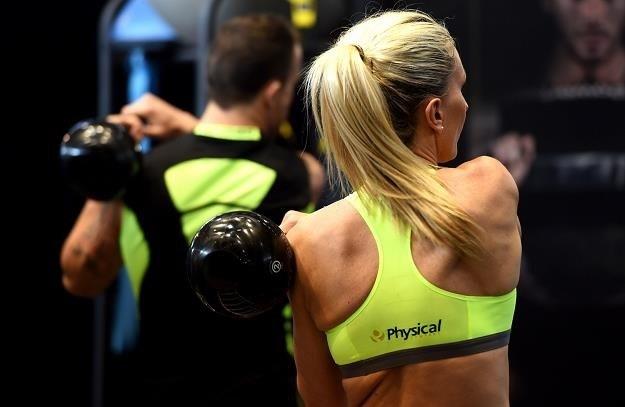Branża fitness idzie na wojnę /AFP