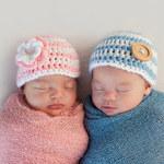 Brat bliźniak wpływa negatywnie na siostrę jeszcze w łonie matki