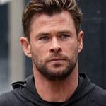 Brat Chrisa Hemswortha wyśmiewa się z jego nóg. Faktycznie widać różnice...