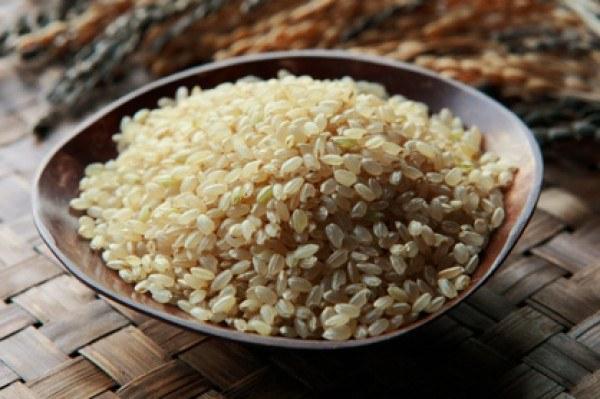 brązowy ryż oczyszczanie organizmu /© Photogenica