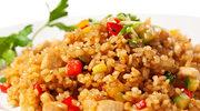 Brązowy ryż z listkami szpinaku i żurawiną