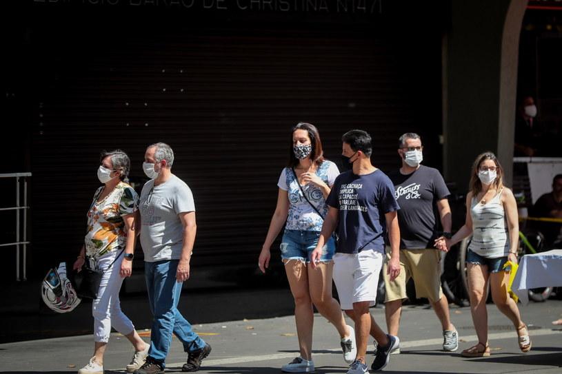Brazylia: 310 zgonów na COVID-19 w ciągu doby, najmniej od kwietnia /FERNANDO BIZERRA /PAP/EPA