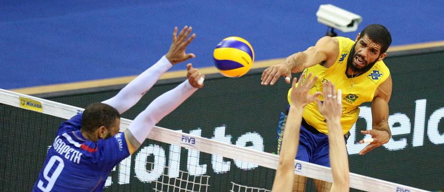 Brazylia kontra Francja podczas półfinałowego meczu turnieju Final Six Ligi Światowej /PAP/Stanisław Rozpędzik /PAP