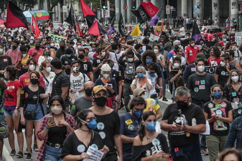 Brazilienii au ieșit în stradă din cauza situației epidemiologice catastrofale din țară / Andre Coelho / PAP