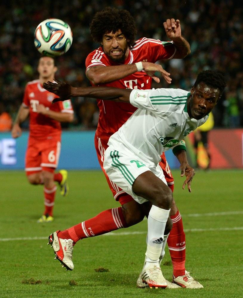 Brazylijski obrońca Bayernu Monachium Dante (w środku) /AFP