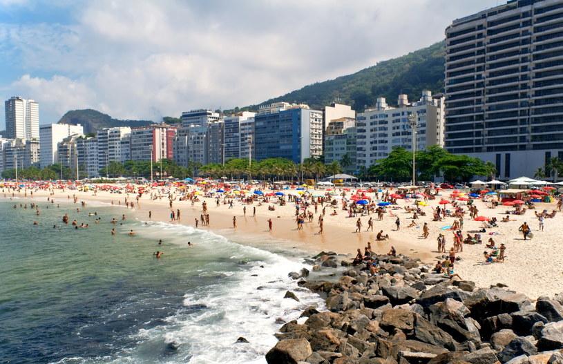 Brazylijskie plaże bywają bardzo zatłoczone /123RF/PICSEL