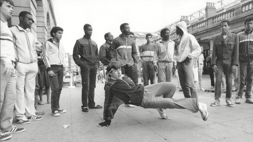 Breaking opuścił Stany Zjednoczone jeszcze w latach 70. Powyżej ekipa z Londynu próbująca swych sił w nowym stylu tańca /East News