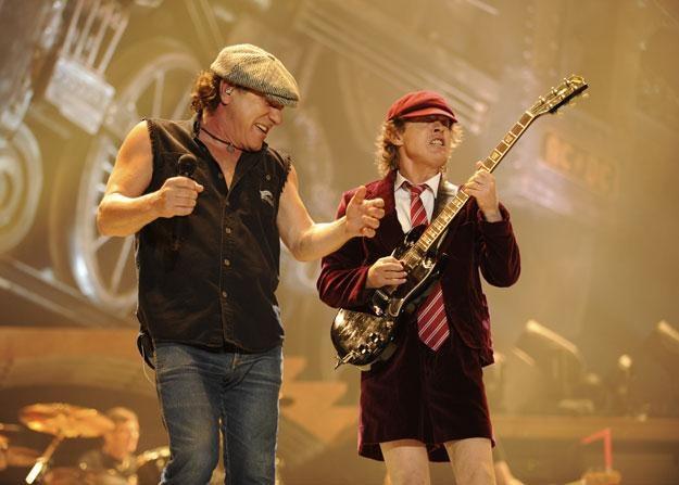 Brian Johnson i Angus Young (AC/DC): Emerytura? Jaka emerytura? fot. Kevin Mazur /Getty Images/Flash Press Media