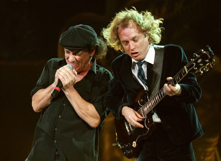 Brian Johnson i Angus Young (AC/DC) - fot. Vaughn Youtz /Getty Images/Flash Press Media