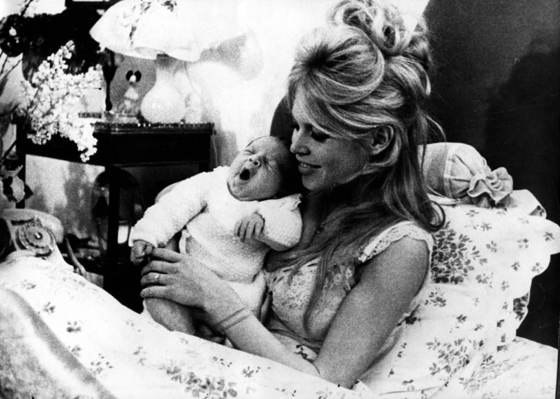 Brigitte Bardot tuż po narodzinach jedynego dziecka /KEYSTONE USA / eyevine/FOTOLINK /East News