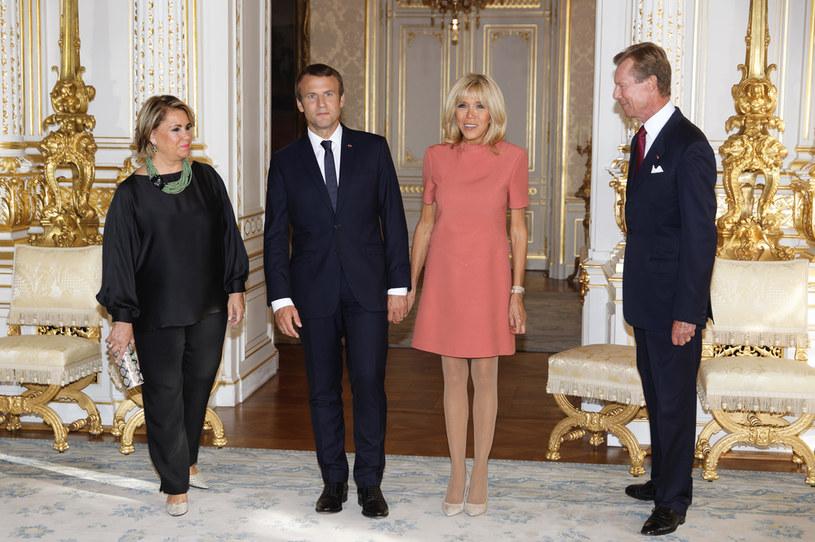 Brigitte Macron chętnie ubiera krótkie sukienki na oficjalne spotkania /Getty Images