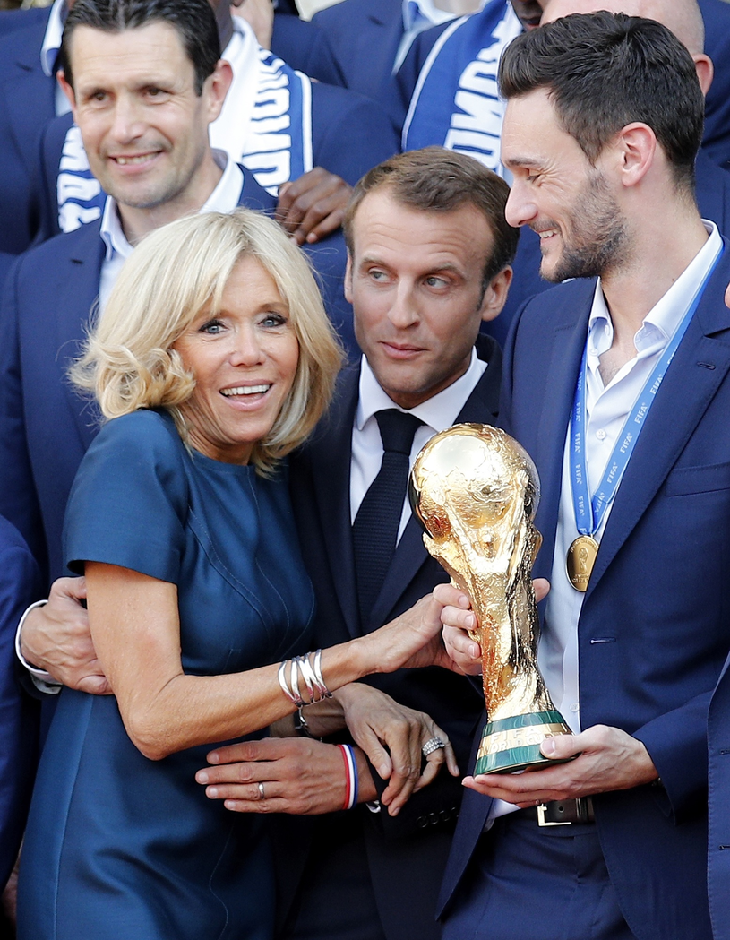 Brigitte Macron z mężem podczas Mistrzostw Świata /Associated Press /East News