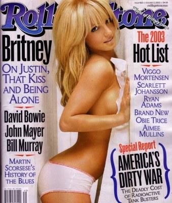 """Britney Spears i tak wiele nie ukrywa... (na okładce magazynu """"Rolling Stone"""" w 2001 roku) /"""