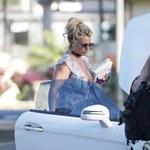 Britney Spears paradowała z dekoltem po pępek!
