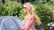 Britney Spears w kontrowersyjnej stylizacji: Białe kozaczki na basenie