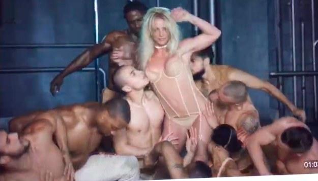 """Britney Spears w pierwotnej wersj """"Make Me..."""" /"""