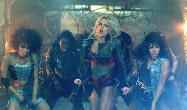 "Britney Spears w teledysku do ""Till The World Ends"" /"