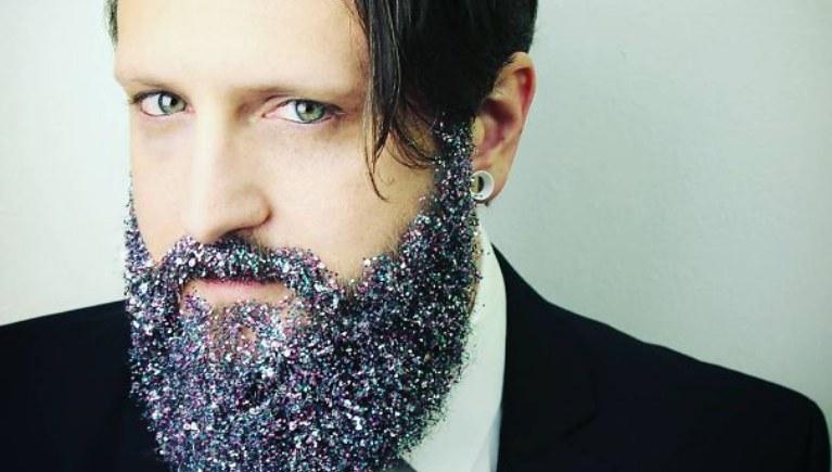 Brokatowa broda z miejsca stała się internetowym hitem /materiały prasowe