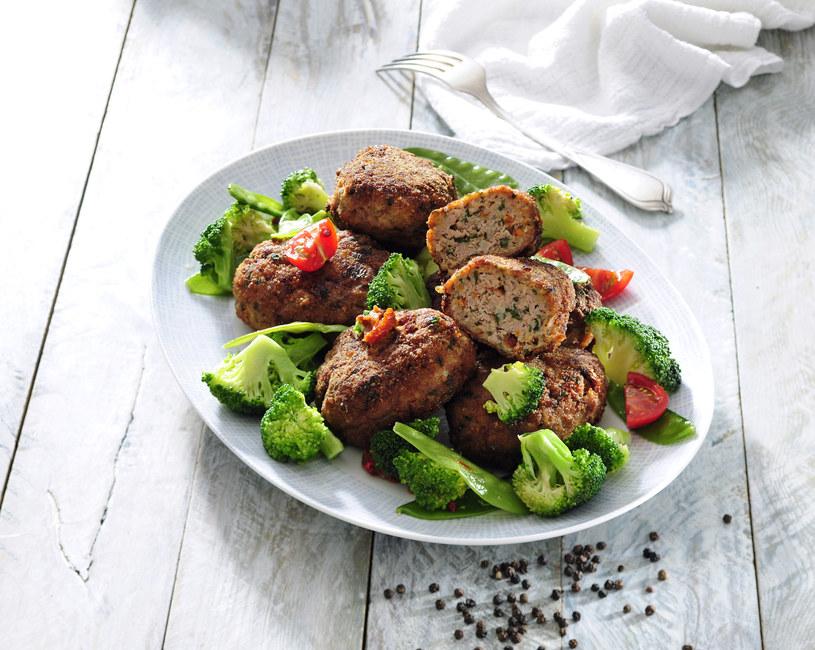 Brokułowe mielone z pomidorami /123RF/PICSEL