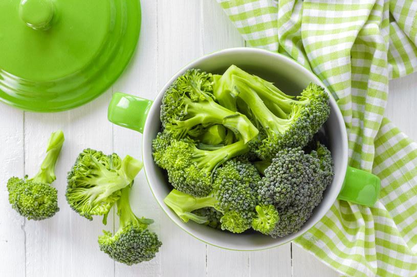 Brokuły to witaminowa bomba, wykazują również właściwości przeciwnowotworowe /123RF/PICSEL