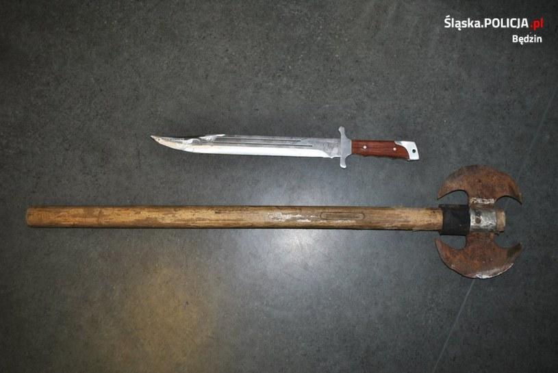 Broń, która mężczyzna miał przy sobie w chwili ataku /Policja