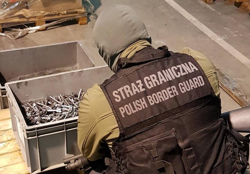 Broń, którą usiłowano wywieźć, była w częściach /Straż Graniczna
