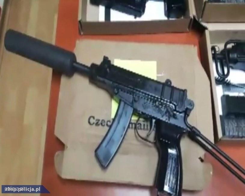 Broń przejęta przez śledczych /Policja