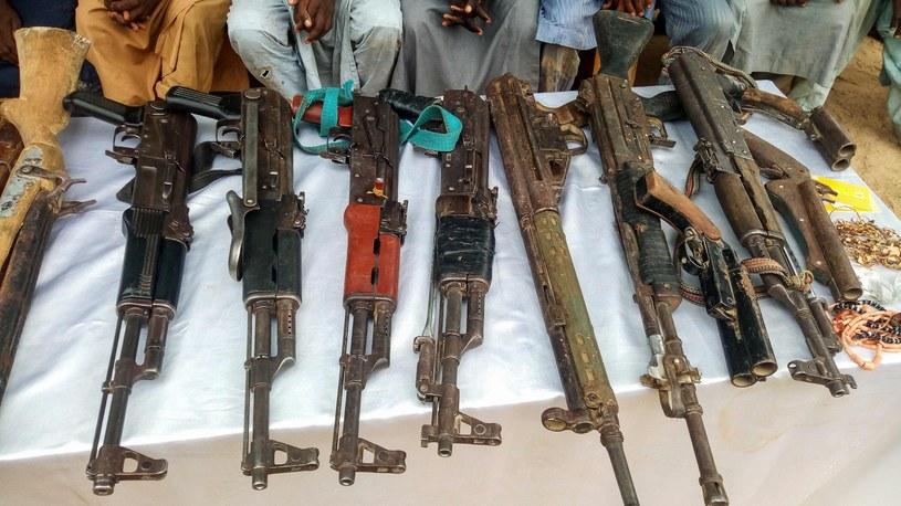 Broń zarekwirowana Boko Haram, zdj. ilustracyjne /AUDU MARTE /AFP