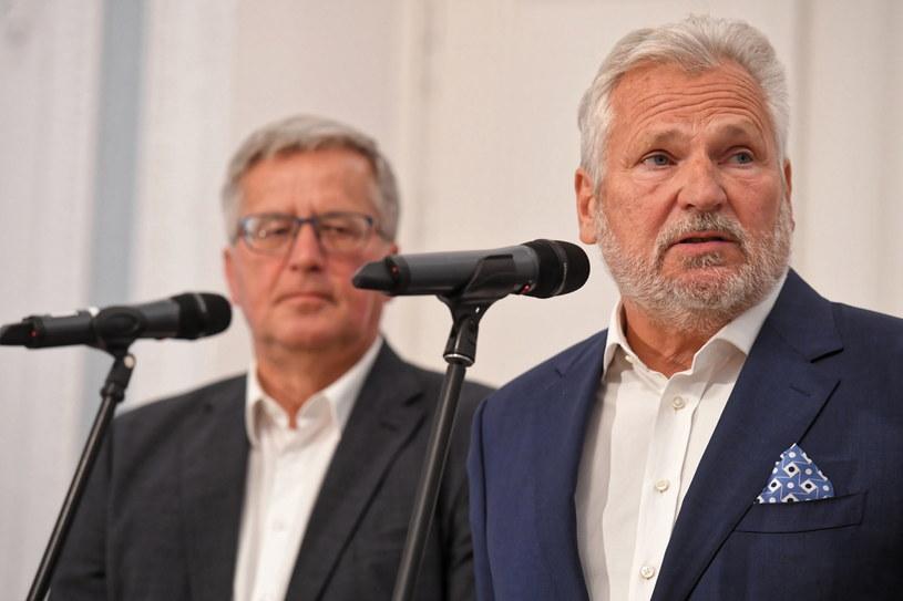 Bronisław Komorowski i Aleksander Kwaśniewski podczas konferencji prasowej w Warszawie /Piotr Nowak /PAP