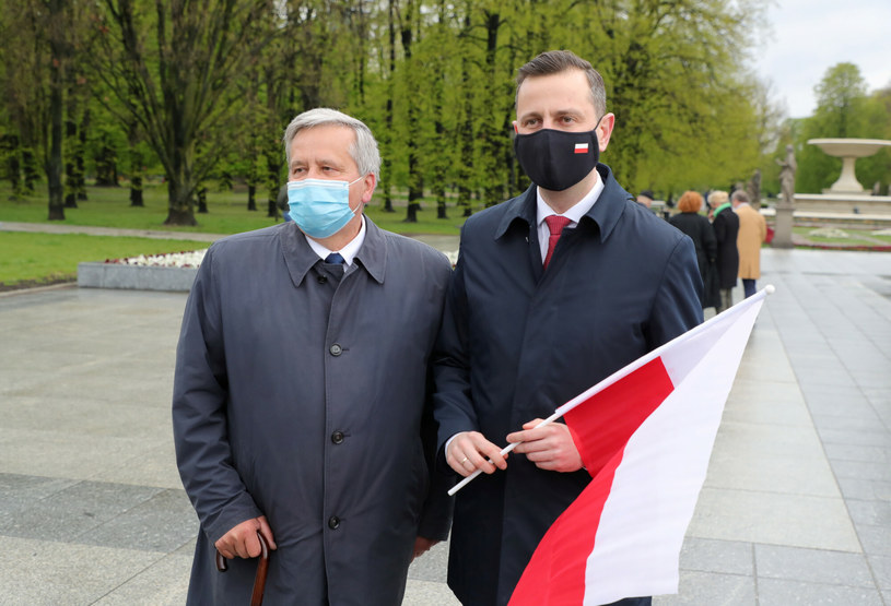 Bronisław Komorowski i Władysław Kosiniak-Kamysz na obchodach Święta Flagi /Piotr Molecki /East News