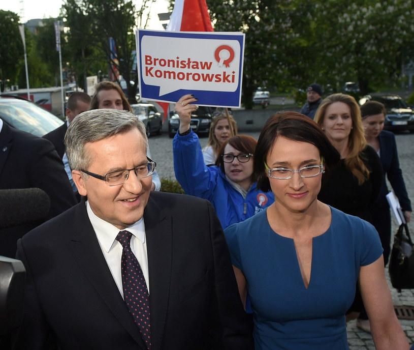 Bronisław Komorowski (L) z córkami: Marią Makowską (2P) i Elżbietą Komorowską (P - z tyłu) /Radek Pietruszka /PAP