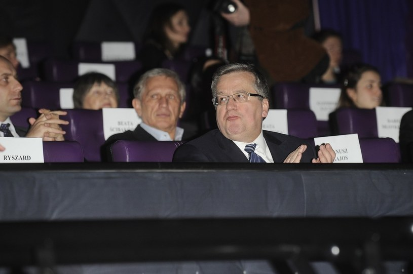 """Bronisław Komorowski na premierze """"Układu zamkniętego"""" /Michał Wargin /East News"""