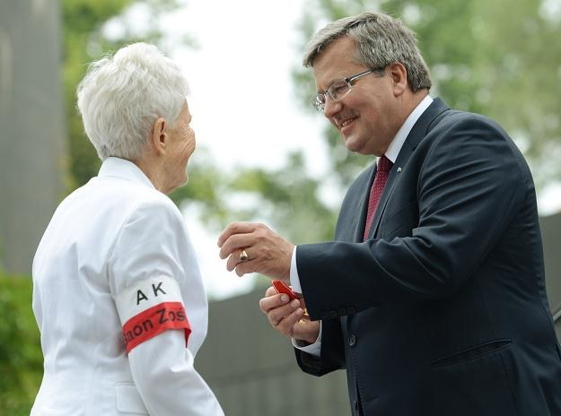 Bronisław Komorowski (P) odznaczył Irenę Eriksson (L)/fot. R. Pietruszka /PAP