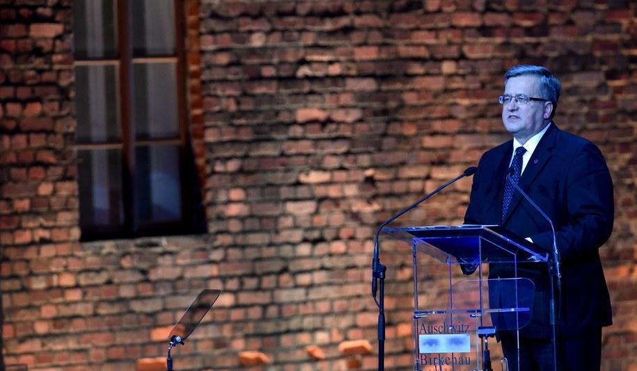 Bronisław Komorowski podczas ceremonii 70. rocznicy wyzwolenia Auschwitz-Birkenau /Jacek Bednarczyk /PAP
