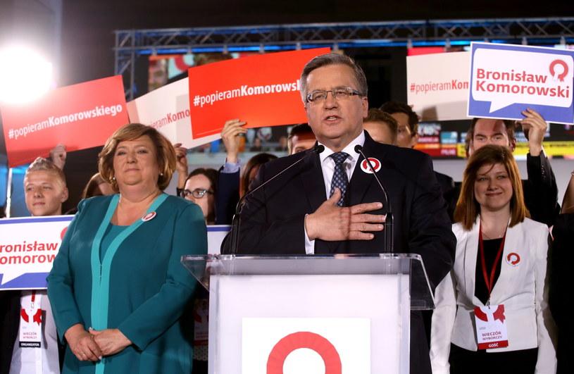 Bronisław Komorowski podczas wieczoru wyborczego w sztabie w Warszawie /Paweł Supernak /PAP