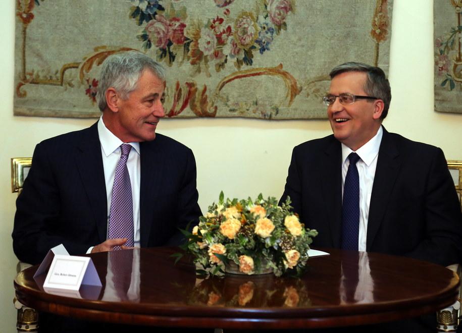 Bronisław Komorowski w czasie spotkania z sekretarzem obrony USA Chuckiem Hagelem /Tomasz Gzell /PAP