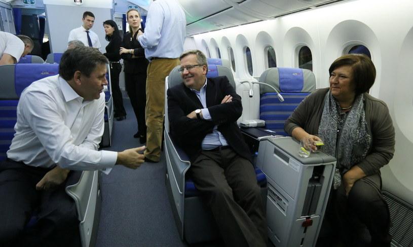 Bronisław Komorowski z żoną oraz minister gospodarki Janusz Piechociński przed wylotem samolotu /Paweł Supernak /PAP