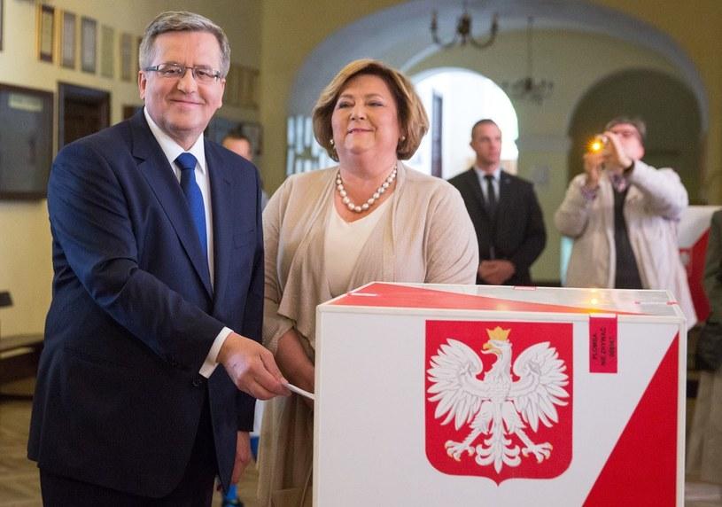 Bronisław Komorowski z żoną /Andrzej Iwańczuk /Reporter
