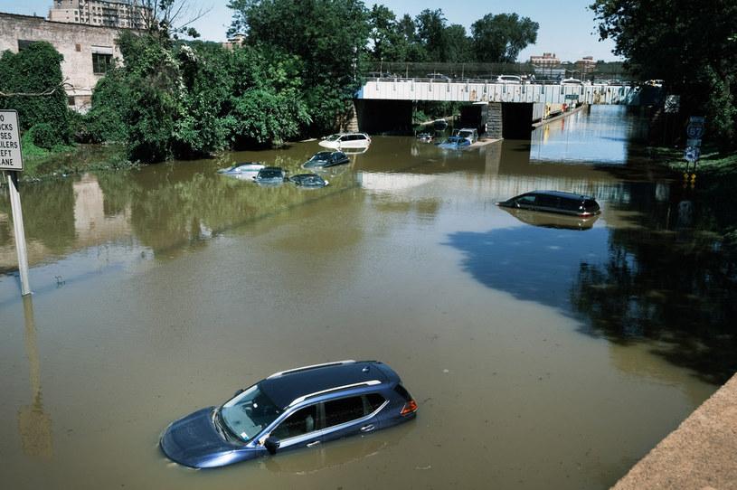 Bronx; Nowy Jork - ulice zmieniły się w rzeki /AFP