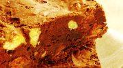 Brownie  z białą czekoladą  i malinami