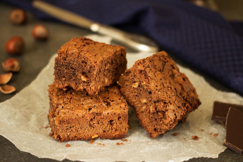 Brownie z orzechami /123RF/PICSEL
