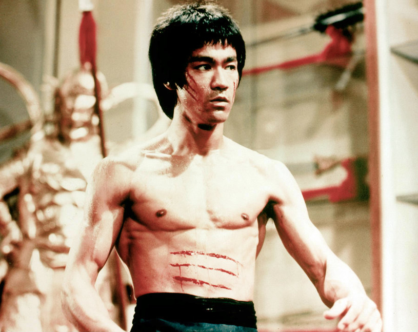 Bruce Lee czerpał z różnych źródeł, tworząc mieszane sztuki walki / Image Capital Pictures /Agencja FORUM