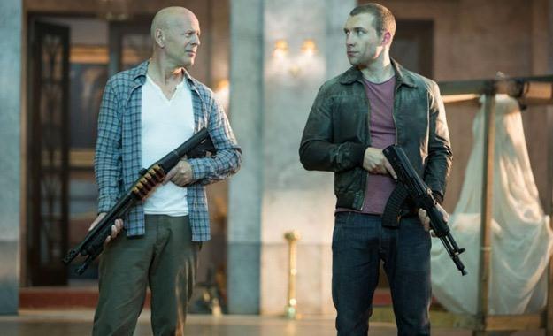 """Bruce Willis i i jego filmowy syn - Jai Courtney w filmie """"Szklana pułapka 5"""" /materiały prasowe"""
