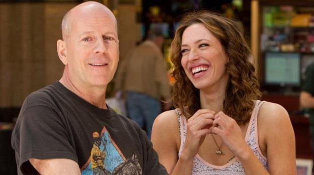 "Bruce Willis i Rebecca Hall w scenie z filmu ""Lay the Favorite"", /materiały dystrybutora"